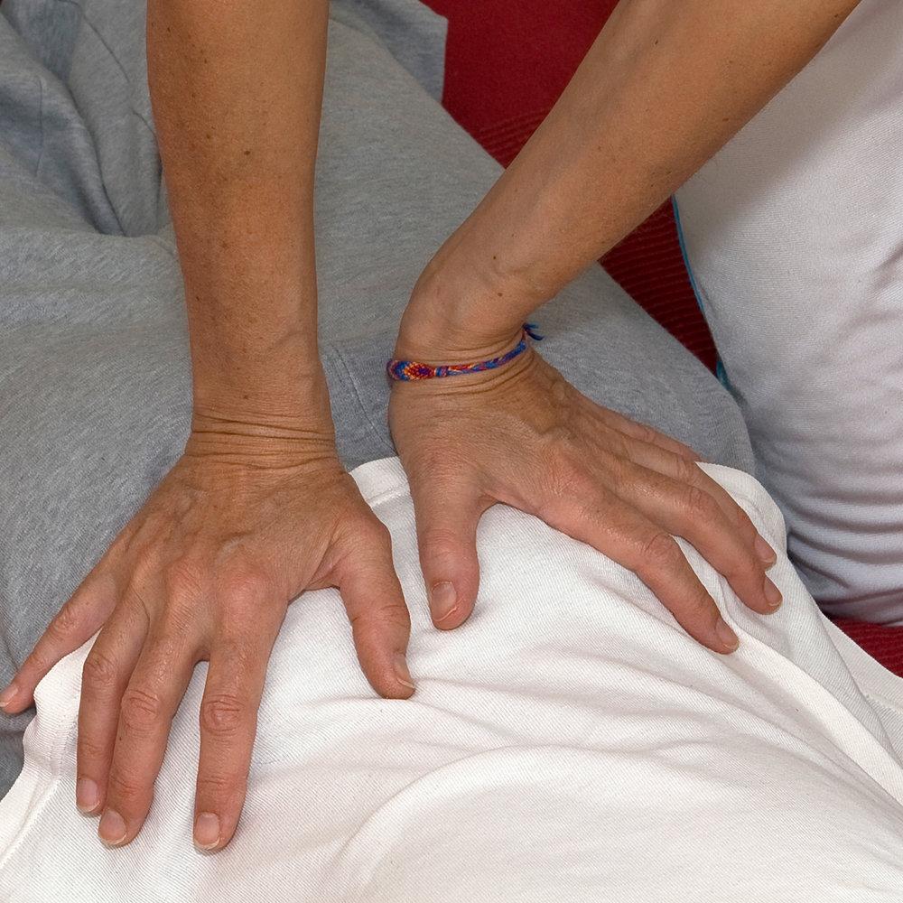 Karin-Kehrer-Shiatsu-Detail-Hände-Massage-1