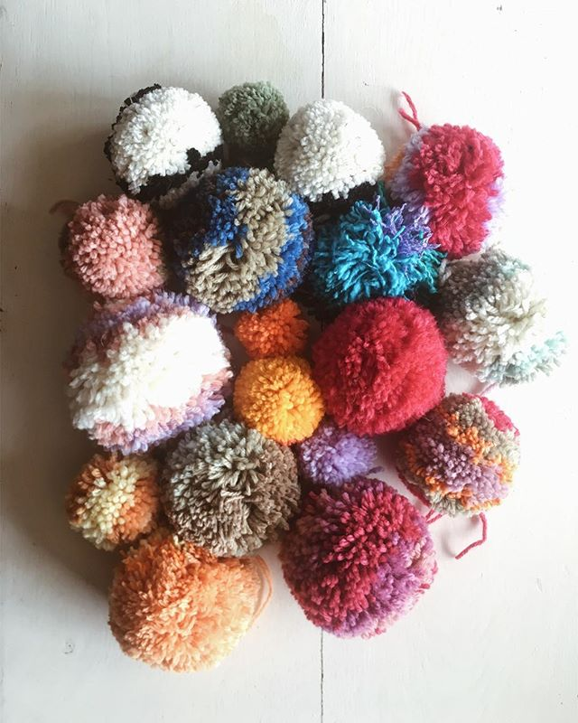 Made a few pom poms with @mannan________  while she was here (you forgot to take some with you!)