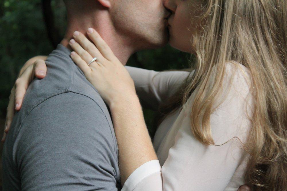 jeune-couple-lune-de-miel.jpg