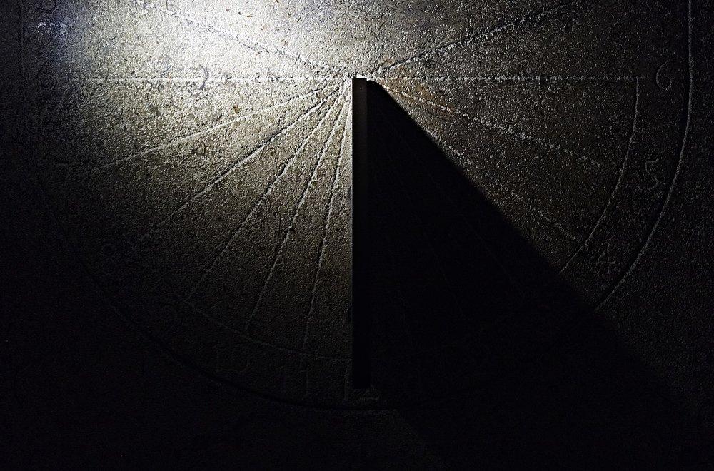 sundial-1891467_1920.jpg