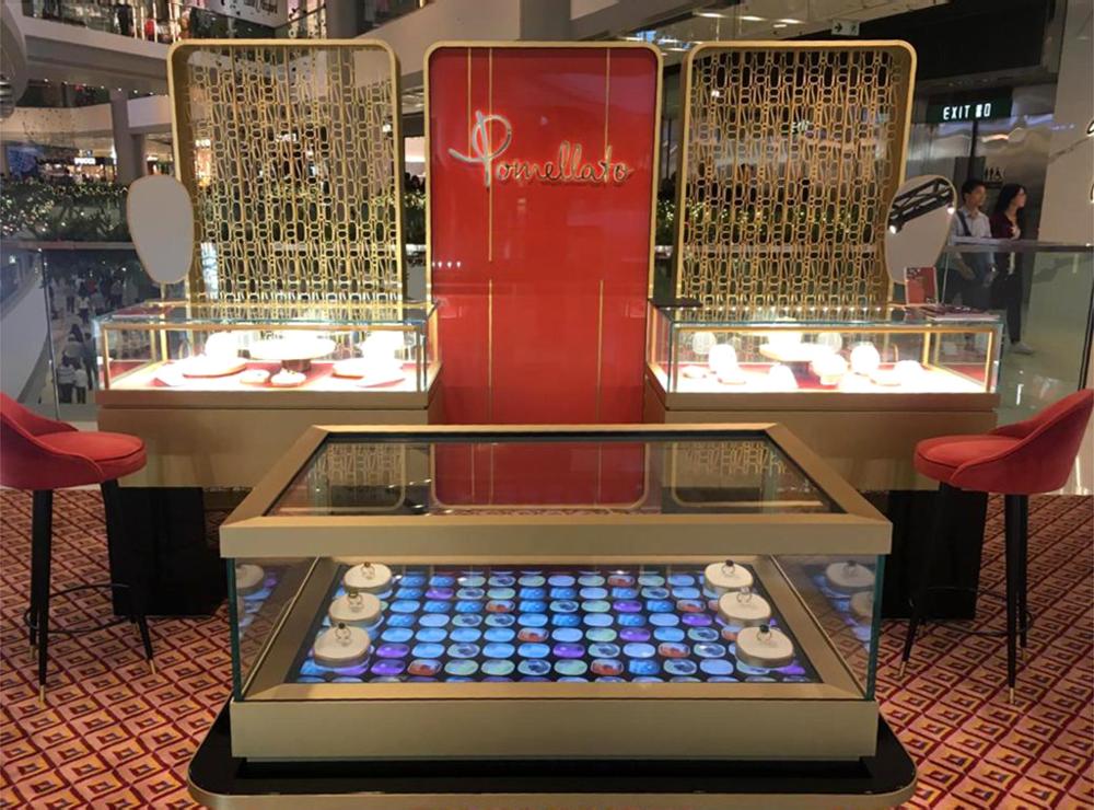 Pomellato - Interactive display case for jewelry and accessories