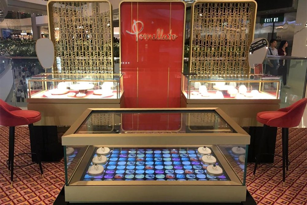 Pomellato - Interactive display case for jewelry and accessories
