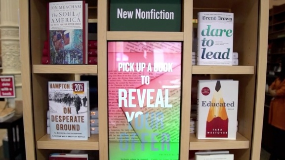 Barnes & Noble - Interactive, multi-shelving display for book exploration