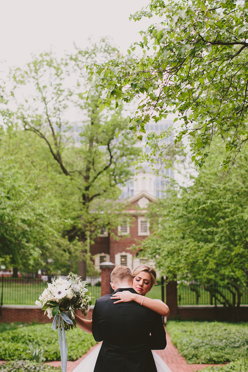 glam-downtown-philadelphia-wedding-12.jpg