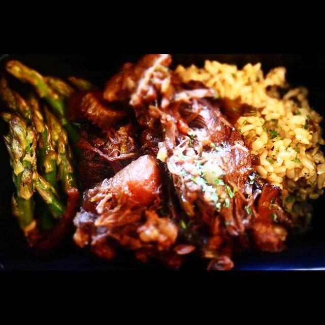 Asparagus English Roast W/ Brown Rice Anyone? .....Check out our Meal Plan Menu Link In Bio 🎯 #Lockin #raphaelwilliamsjr #30daychallenge #healthylifestyle #mealplan #BEROCKETFUEL