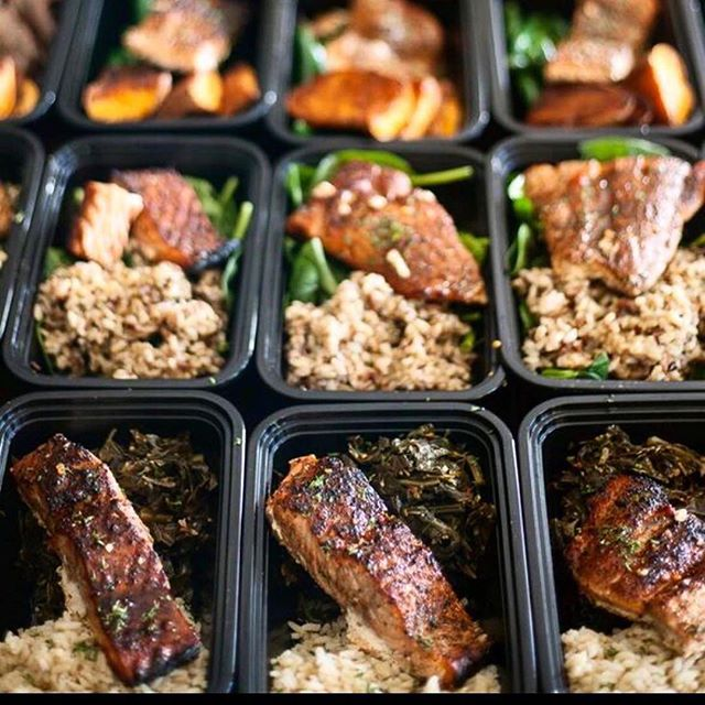 Eating right is a lifestyle. With anything in life we hit bumps in the road. Especially in the beginning it may be tough to keep up, but NEVER give up. Never GIve Up. Contact Us to get started on your @berocketfuel meal planning options. Link in Bio #lockin #rocketfuel #raphaelwilliamsjr #fitness #healthylifestyle