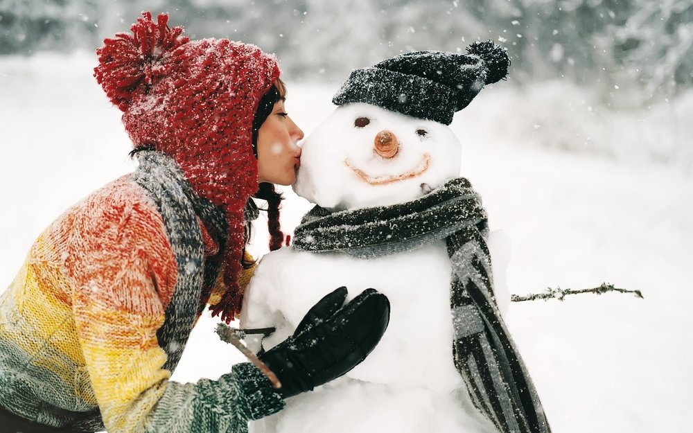1920x1200-2910535-snow-winter-kissing-snowman___people-wallpapers.jpg