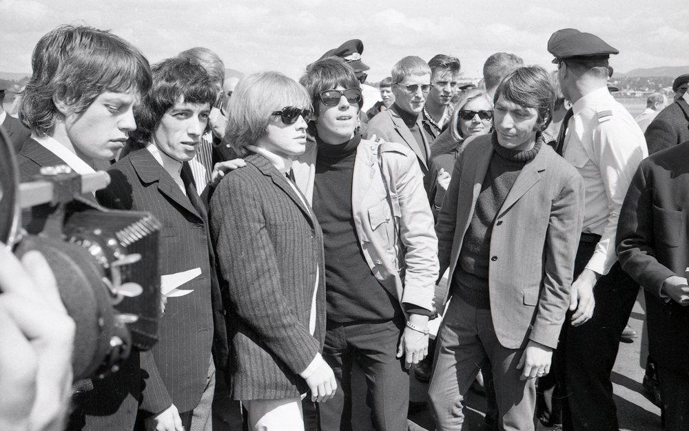 The_Rolling_Stones_på_Fornebu,_1965.jpg