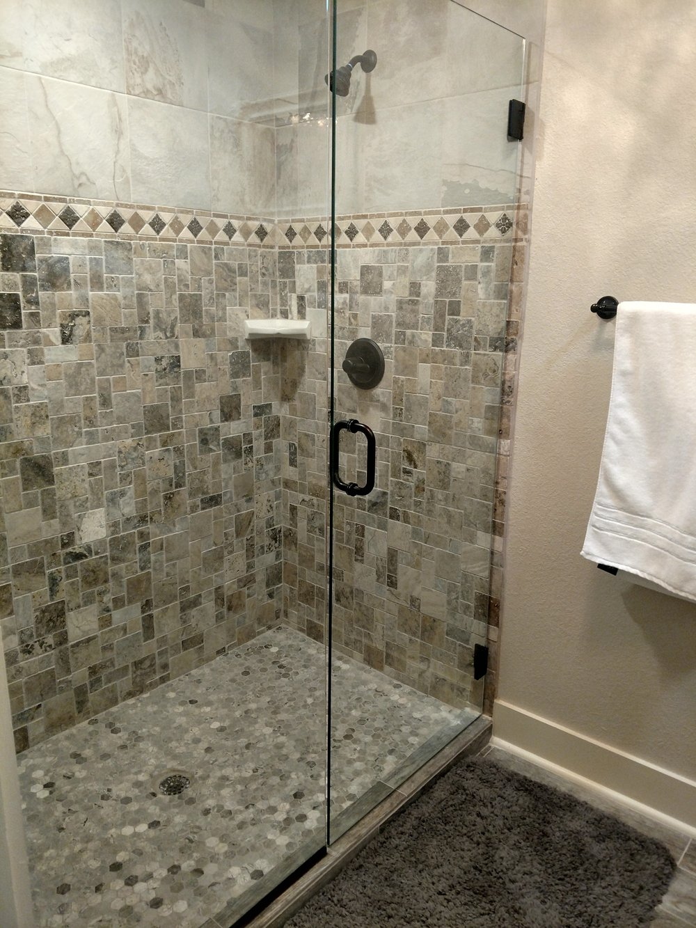 Big House_Shower King Alex room.jpg
