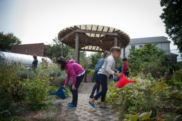 201508_NancyBorowick_garden_216_hires_students_kids_work_gardening_watering_wateringcan_interacting_lesson.jpg