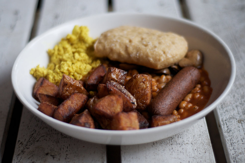 Black Cat's vegan fry up, with scrambled tofu cleverly disguised as scrambled egg