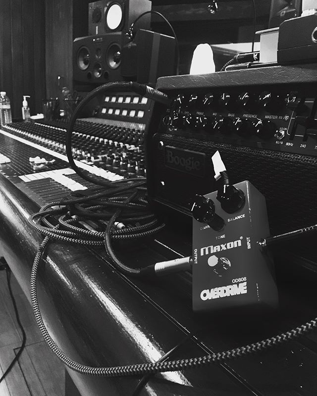 Massive tones do sometimes come in small packages!! Thanks @clearlakerecording for the wonderful session, one of the best sounding rooms I've worked in! If anyone wants some killer tones, let's get in here and rock em out! 🤟🤟 . . . . . . #studio #studiolife #heavymetal #recordingstudio #producer #heavymetal #producerlife #audio #audioengineer #metalhead #guitar #guitarist #ampporn #guitarporn #studioporn #mesaboogie @mesaengineering #gear #gearhead #sicktones
