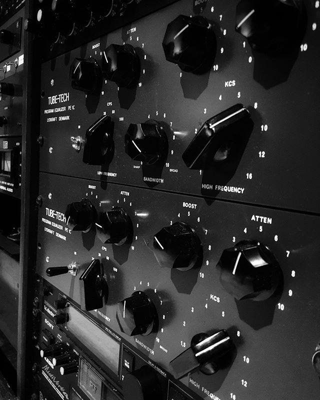 Kick and snare. Check. . . . . . . . . #studio #studiolife #studioporn #gearporn #gearslutz #producer #producerlife #recordingstudio #mixing