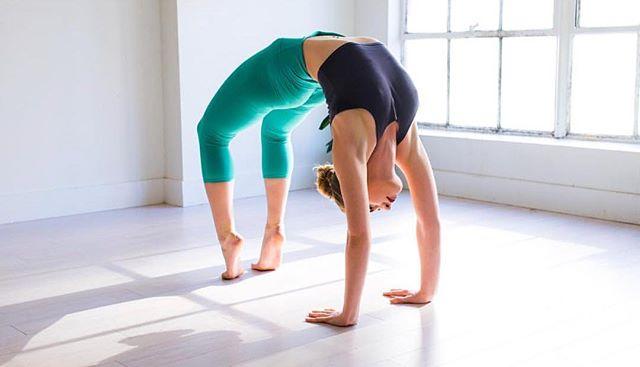 a wise woman once said: let that shit go & she lived happily ever after ✨🙌🏼 . . . . . #yoga #yogi #yogini  #flexibility #flexible #namaste #yogaeveryday #yogalife #yogalove #igyoga #fitgirl #yogaeverydamnday #yogaeverywhere  #beachlife #backbends #yogainspiration #yogajourney #yogateacher #yogagirl #paradise #backbend #beachyoga #backbendmadness