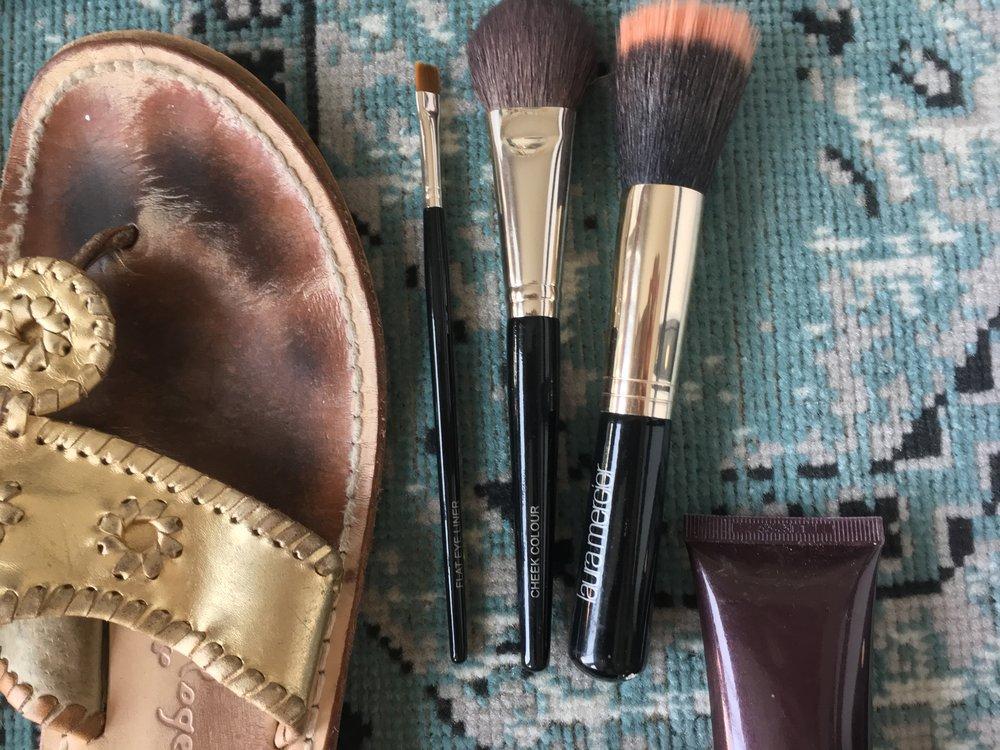 Eyeliner Brush  :  Laura Mercier      Cheek Color Brush  :  Laura Mercier    Finishing Brush  :  Laura Mercier