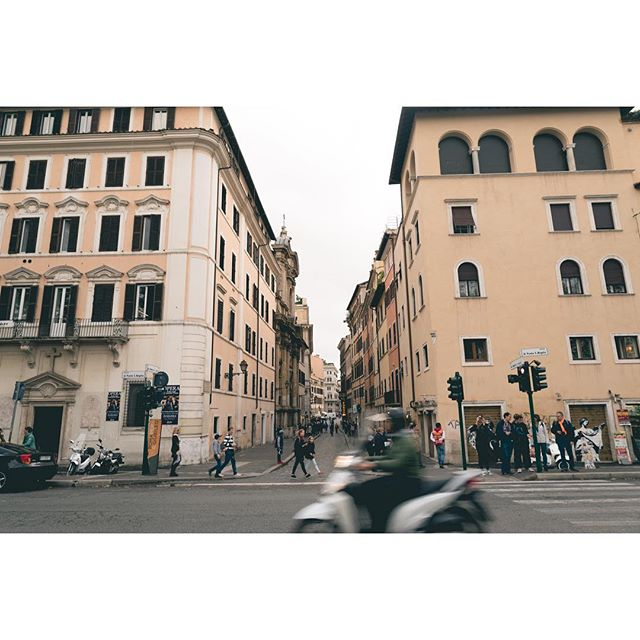 Every time I'm in #rome, I take a picture from this spot and I'm always impressed on how photogenic this intersection is 😍
