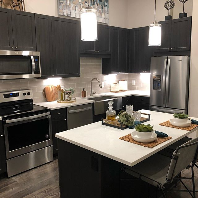 1 month free near oak lawn!  Follow @legacylocator for the best specials and go to legacylocators.com for easy apartment locating, we even pay you to use us 😘 happy Valentine's Day.