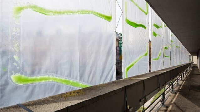 8-these-algae-filled-urban-curtains-suck-co2-from-the-air-813x457.jpg