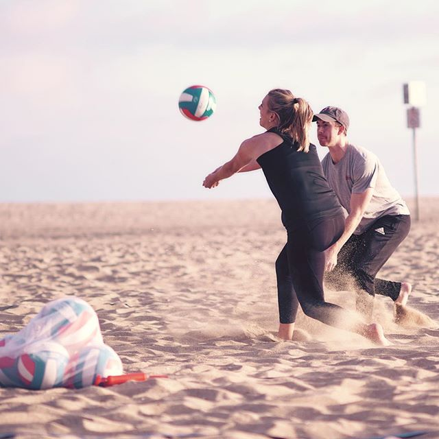 Kicking off the weekend with a quick match on the sand 🏐 🌊 ☀️🌴 #TGIF . . . . . . . . . . . . . #playgosports #volleyball #california #summer #game #friends #fam #best #weekend  #sports #women #men #beach #indoor #outdoors #cali #fall #unique #kids #memories