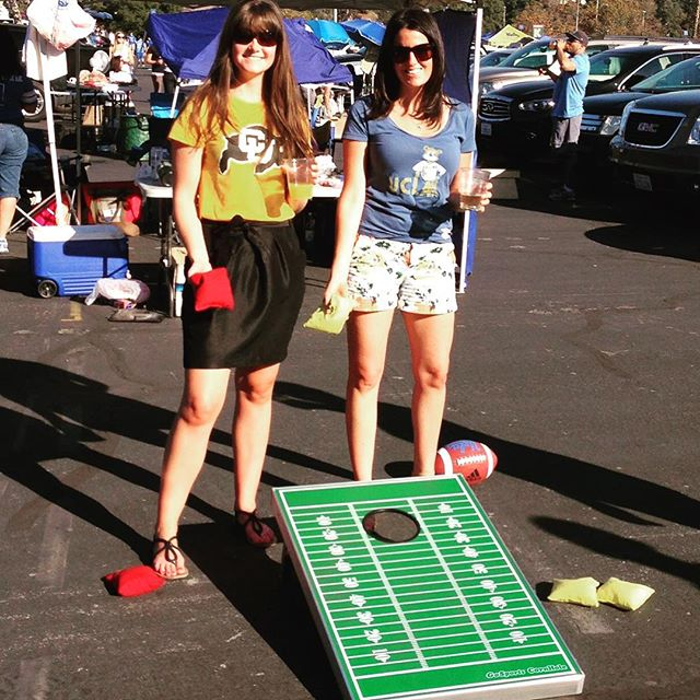 Monday night football is the best way to kickoff the week 😎 . . . . . . . . #cornhole #tailgate #tailgating #playgosports #football #sports #nfl #bbq #cookout #party #gameday #beer #food #family #friends #mnf #minnesotavikings #chicagobears #beanbags #amazon #lawngames