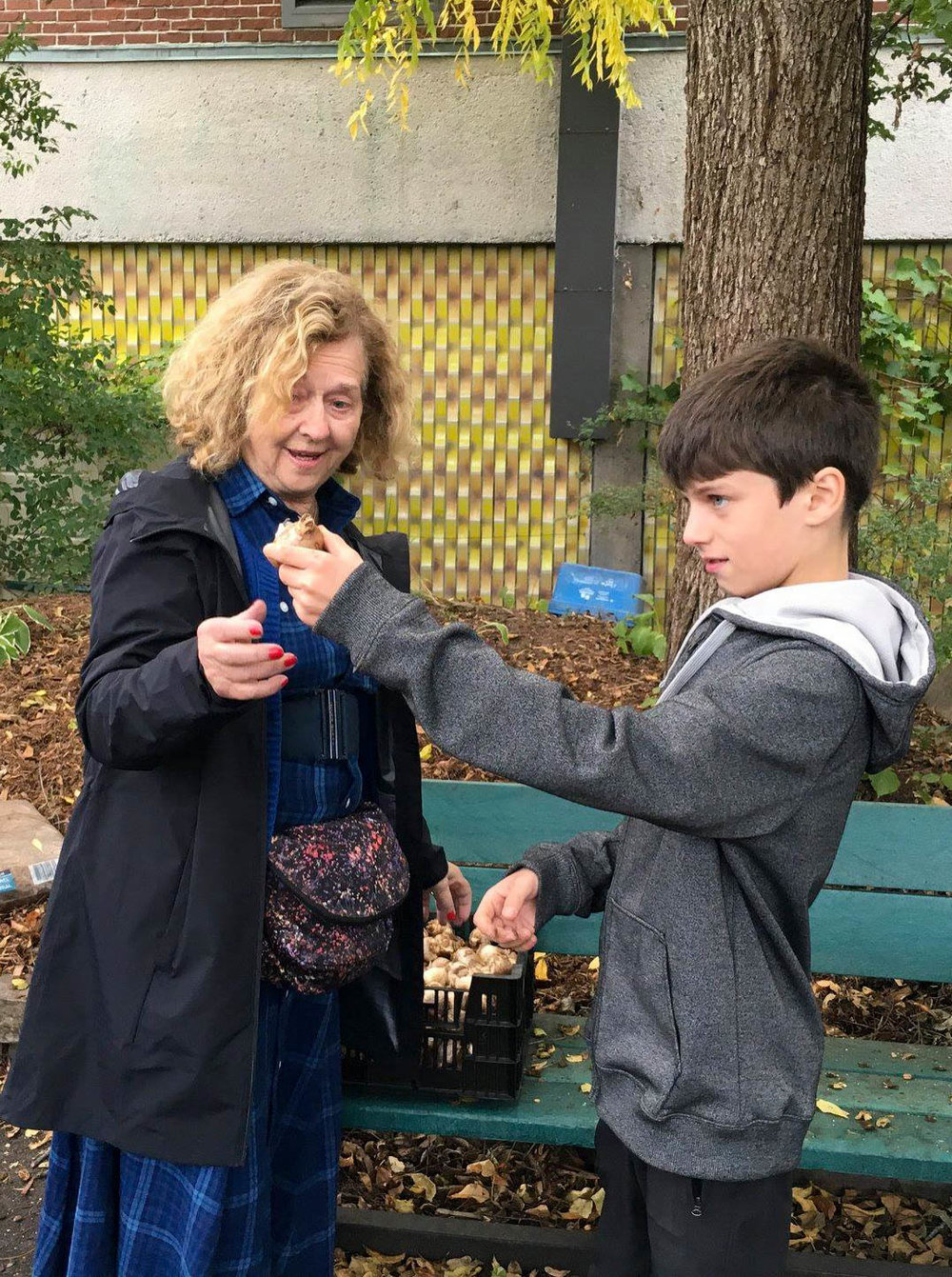 Gannaiden Goes to School - On October 15, 2018, Gannaiden: Garden of Possibilities launched 'le jardin pour tous' - a sculpture-related garden initiative in collaboration with l'école secondaire de la Cite-des-Jeunes in Vaudreuil-Dorion. Through student participation, the project aspires to revitalize and socialize a highly visible garden space that has been abandoned to neglect.