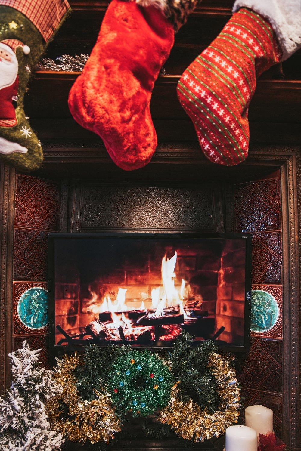 christmas-fireplace-on-tv_4460x4460.jpg