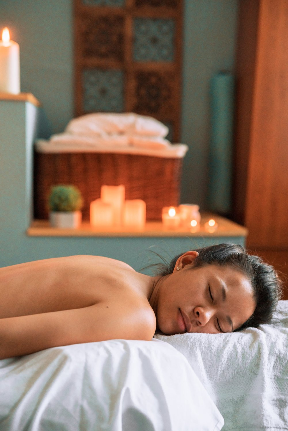 female-relaxing-at-spa_4460x4460.jpg