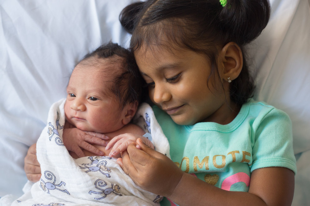 indian-siblings-fresh48-newborn.jpg