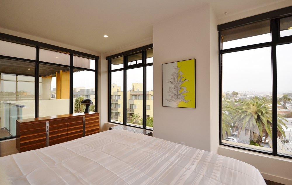 Santa-Monica-Apartments-1548-6th-Bedroom-4.JPG