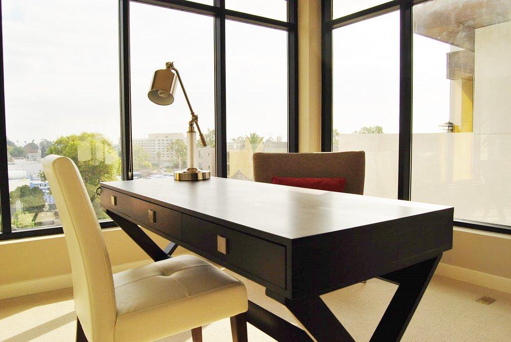 Santa-Monica-Apartments-1548-6th-Desk.jpg