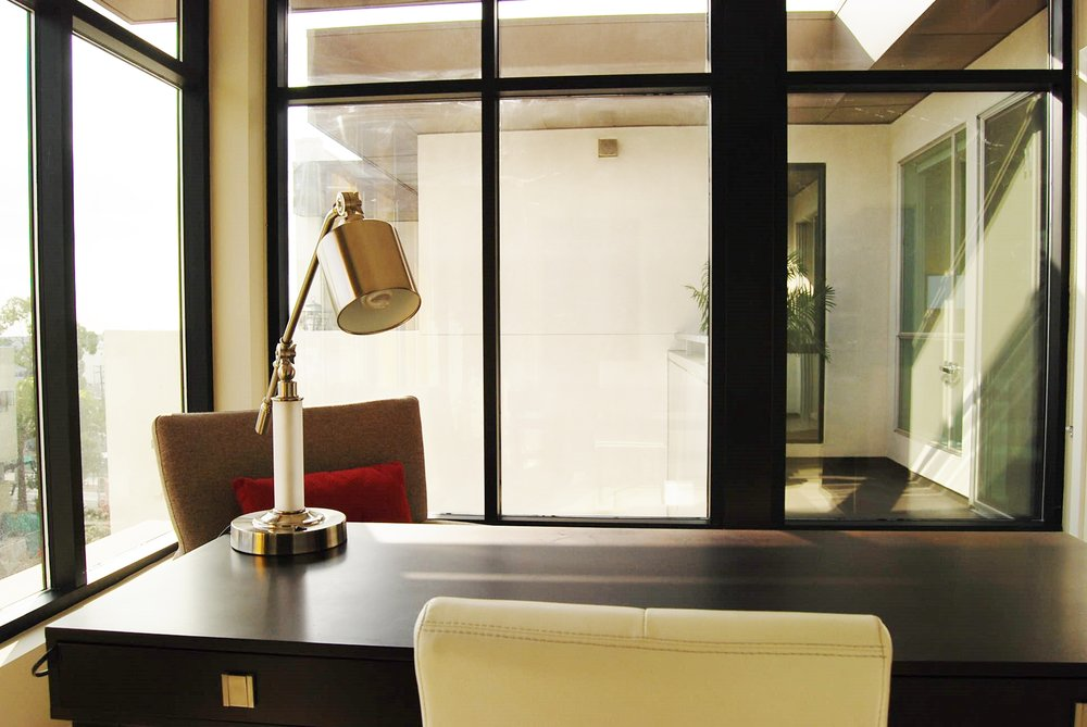 Santa-Monica-Apartments-1548-6th-Desk-2.jpg
