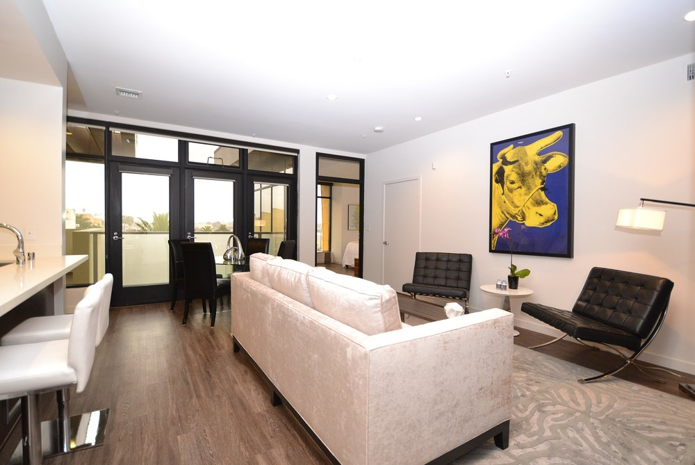 Santa-Monica-Apartments-1548-6th-Living-Room-4.JPG