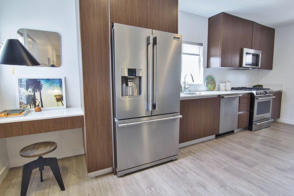 Santa-Monica-Apartments-Pacifico-Kitchen.jpg