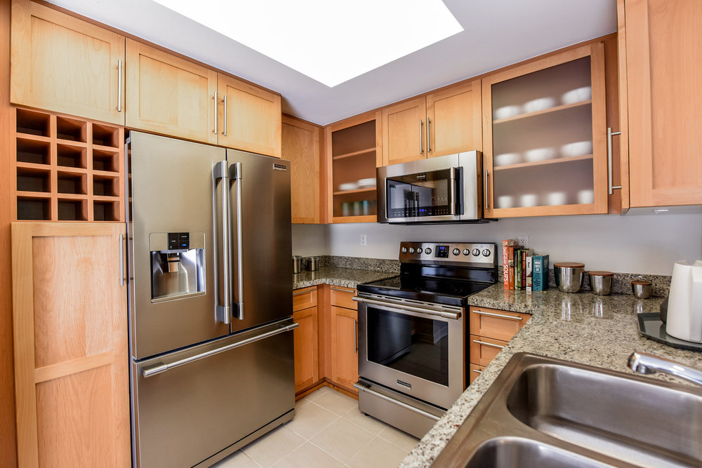 Westwood-Apartments-Wilshire-Margot-Kitchen.jpg