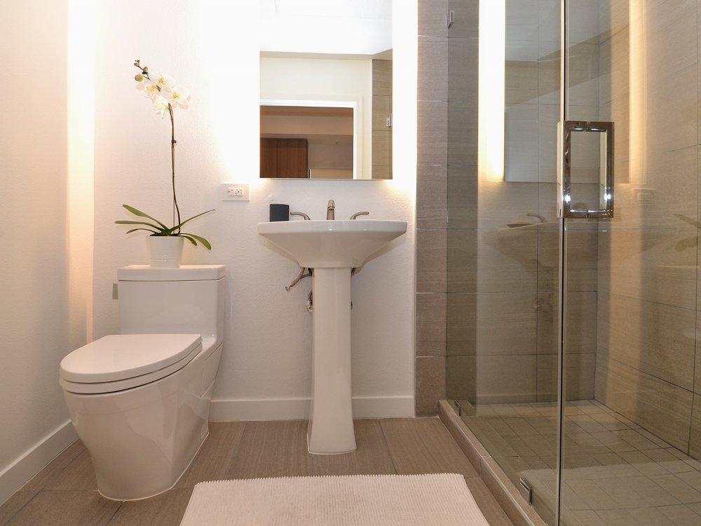 Brentwood-Apartments-11649-Mayfield-Bathroom.jpg