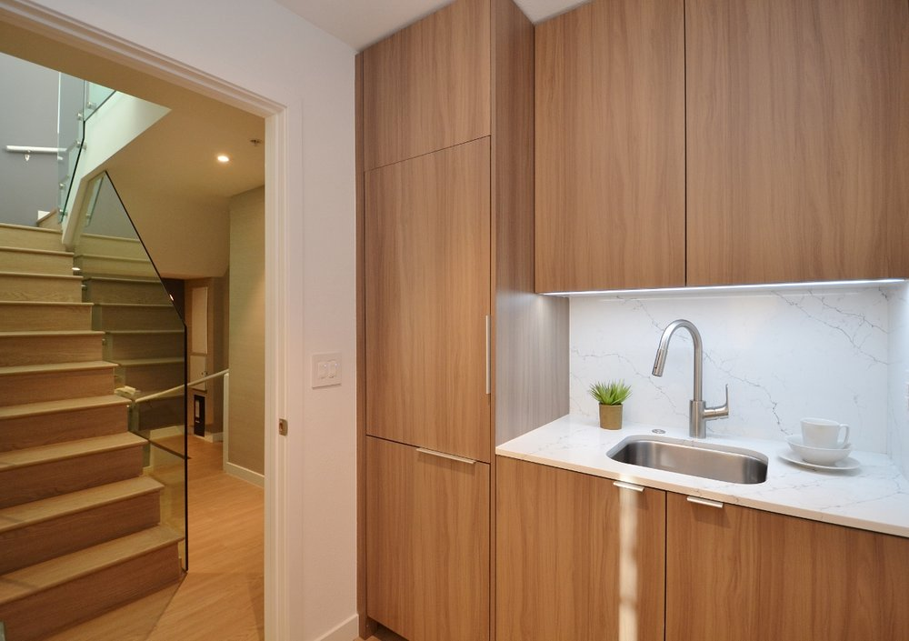 Brentwood-Apartments-11649-Mayfield-Wetbar.jpg