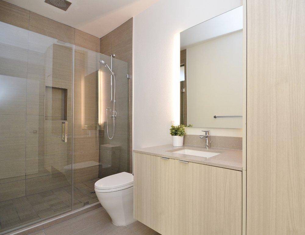 Brentwood-Apartments-11649-Mayfield-Bathrooom-4.jpg