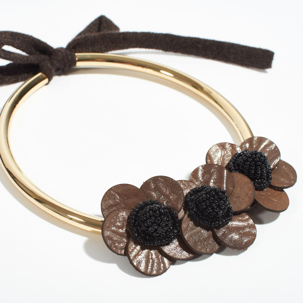 CENTO_Necklace_Leather_Flower_Cashmere_detail.jpg