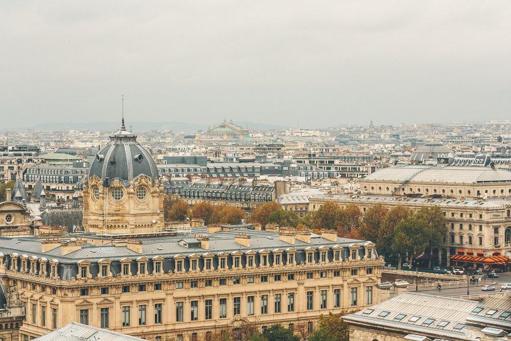 Un Voyage à Paris -