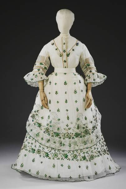 Dress with beetle wings - Bodice and skirt, 1868-1869. 5,000 beetle wings and part of wings were used to decorate this dress.