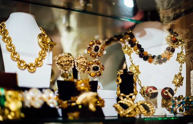 - For vintage jewelry and fashion lovers, there is only one place to visit: le marche Serpette