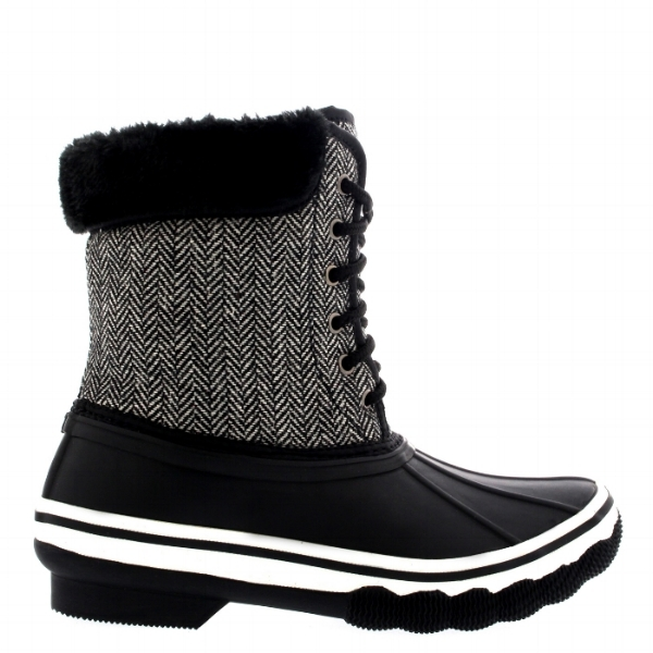 6) Lined Rubber Sole Boots: Lets keeps those toes warm and feet on the ground. #slipfree