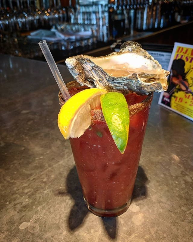 The only acceptable #bloodymaria garnish 🐚🍹🌊 #oysterjesus #happyhour #bottomsup