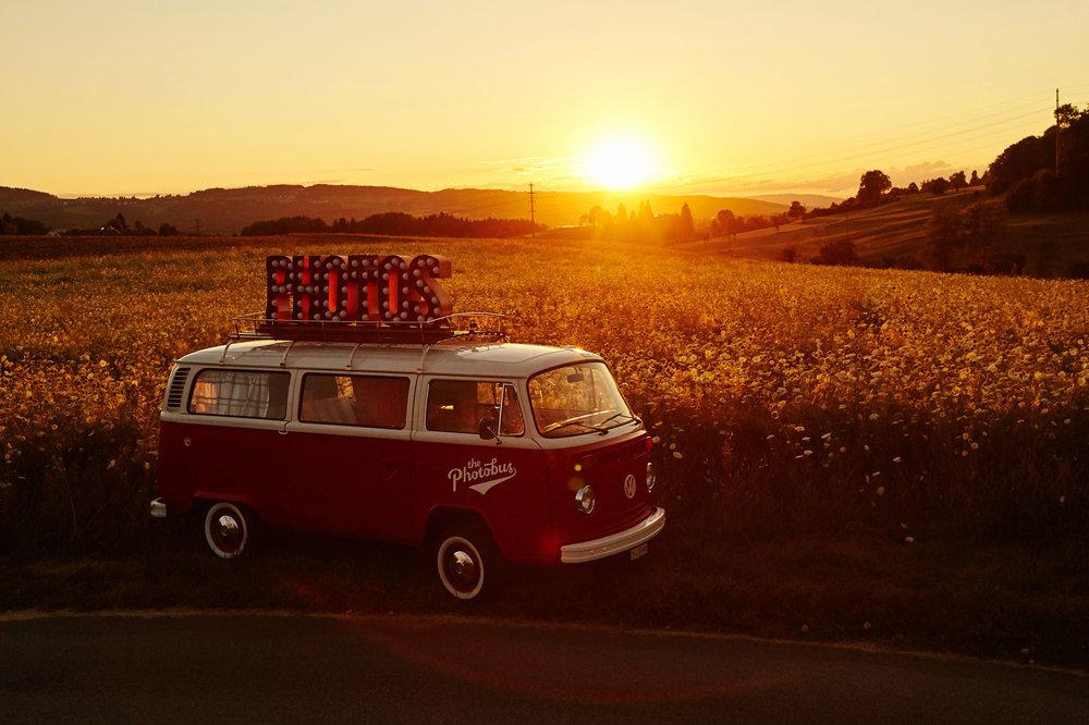 Photobus-LadyinRed-Uster-romantisch.jpg
