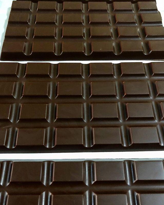 Tempering subasta origins today #craftchocolate #tigreyolivachocolate #beantobar #philippinecacao