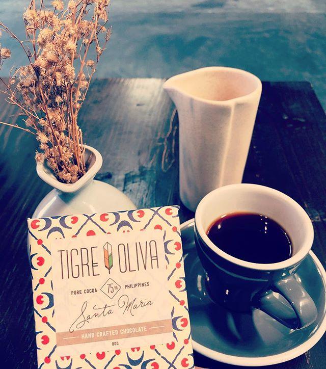 Morning habit. Pair a Tigre y Oliva dark chocolate espresso bar with single origin coffee from Habitual. Our espresso bar uses cacao from our micro origin Sta. Maria with Philippine forest grown coffee beans. #craftchocolate #beantobar #specialtycoffee #tigreyolivachocolate @habitualcoffee