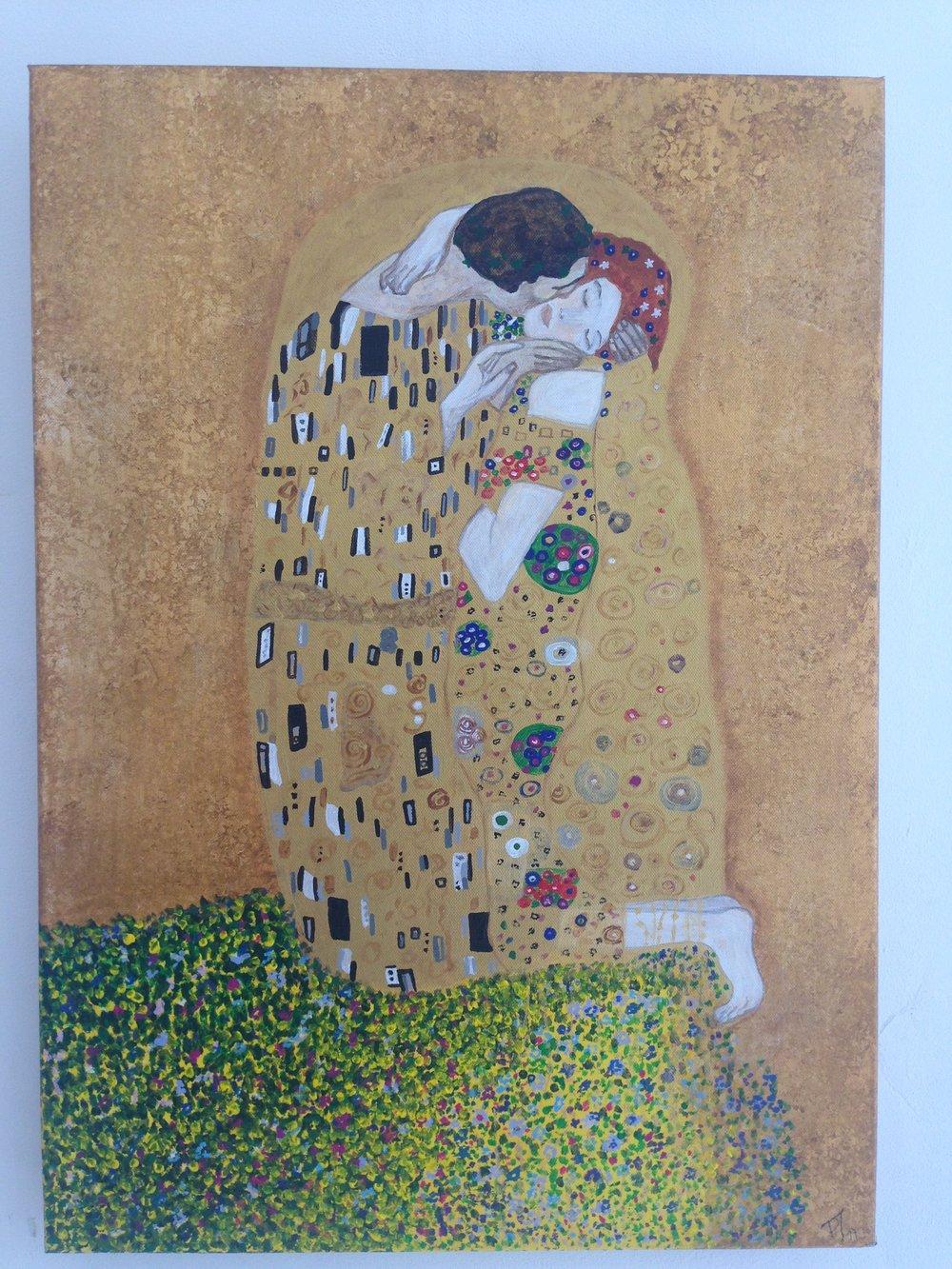 .Patricia a été attirée par le tableau iconique de Klimt «Le baiser ». Elle l'a reproduit ici dans toute sa splendeur, d'or et de couleur
