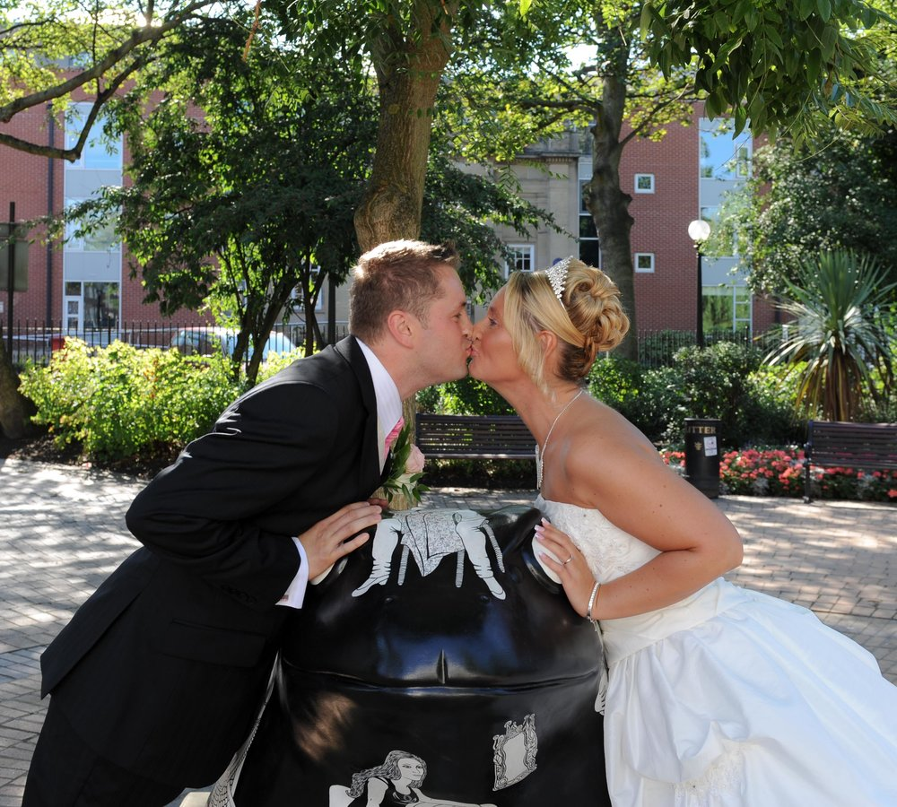 Wedding couple with Larkin toad