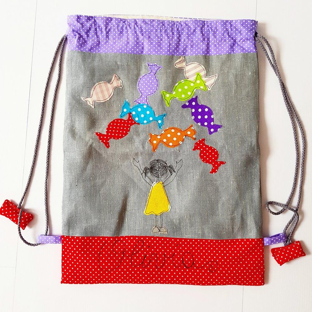 La sacca/zainetto per il cambio lenzuola, bavaglino ed asciugamano