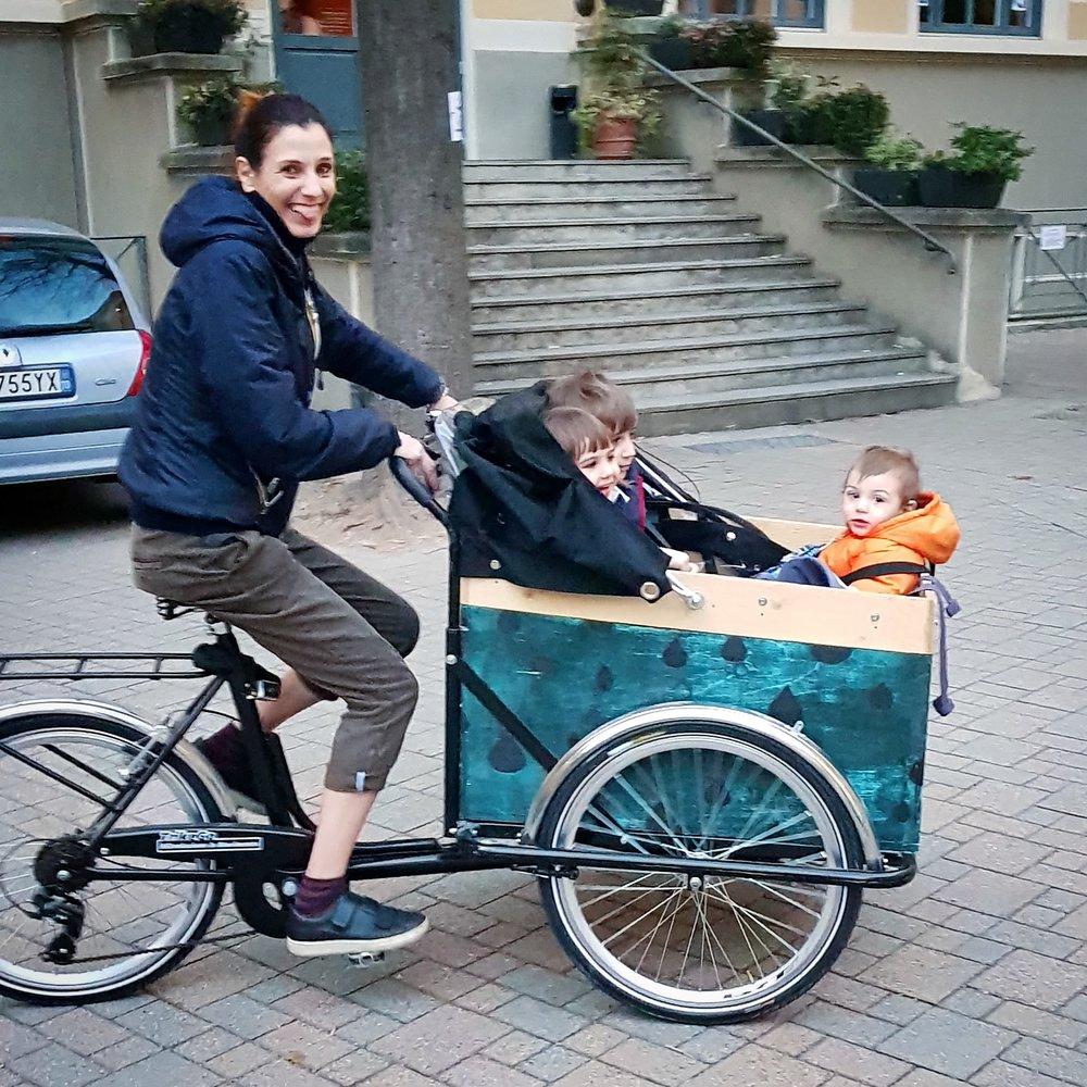 easymomswissmade_marie_biondini_fridabike_cargobike_bicicletta_trasporto_bambini.foto003